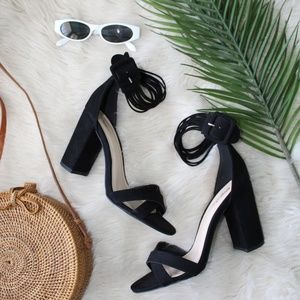 🆕️//The Lena// Black strappy Sandal